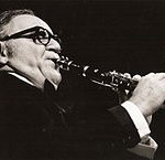 """Benny Goodman2.1971"" von Hans Bernhard (Schnobby) - Eigenes Werk. Lizenziert unter CC BY-SA 3.0 über Wikimedia Commons - https://commons.wikimedia.org/wiki/File:Benny_Goodman2.1971.JPG#/media/File:Benny_Goodman2.1971.JPG"