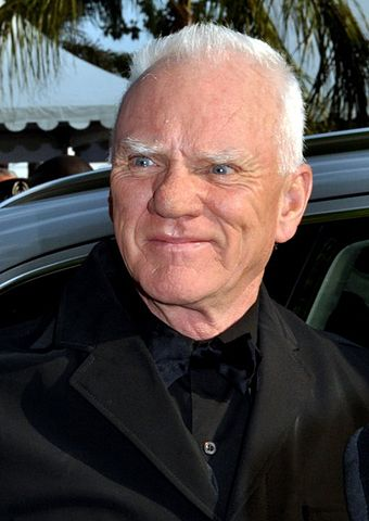 «Malcolm McDowell Cannes 2011» участника Georges Biard. Под лицензией CC BY-SA 3.0 с сайта Викисклада - https://commons.wikimedia.org/wiki/File:Malcolm_McDowell_Cannes_2011.jpg#/media/File:Malcolm_McDowell_Cannes_2011.jpg