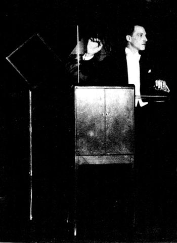 «Leon Theremin» участника Griffiths, Paul (1978). A Concise History of Modern Music. Thames and Hudson.. Под лицензией Общественное достояние с сайта Викисклада - https://commons.wikimedia.org/wiki/File:Leon_Theremin.jpg#/media/File:Leon_Theremin.jpg