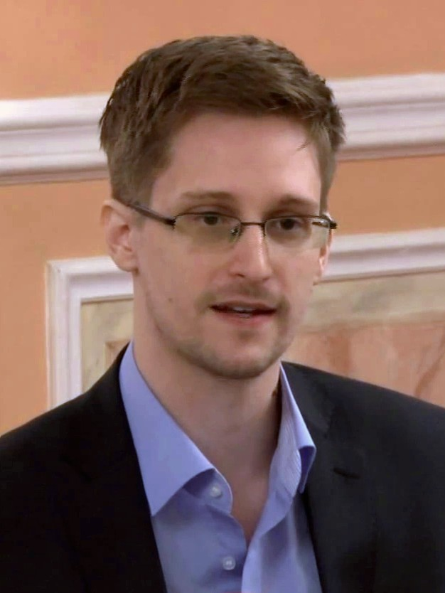 Von https://www.youtube.com/user/TheWikiLeaksChannel - Derived from: File:Edward Snowden speaks about government transparency at Sam Adams award presentation in Moscow.webm @20s, CC BY 3.0, https://commons.wikimedia.org/w/index.php?curid=28971285