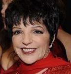 """Liza Minnelli"" von The Heart Truth - The Heart Truth Fashion Show 2008. Lizenziert unter CC BY-SA 2.0 über Wikimedia Commons - https://commons.wikimedia.org/wiki/File:Liza_Minnelli.jpg#/media/File:Liza_Minnelli.jpg"