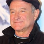 Von Eva Rinaldi - →Diese Datei ist ein Ausschnitt aus einer anderen Datei: Robin Williams 2011a.jpgFlickr: Robin Williams, CC BY-SA 2.0, https://commons.wikimedia.org/w/index.php?curid=18602880